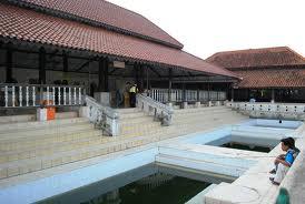 Kolam masjid agung Banten