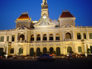 Saigon City Hall di notte
