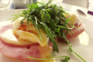 Eggs Benedict, Eggs topped with rocket leaves