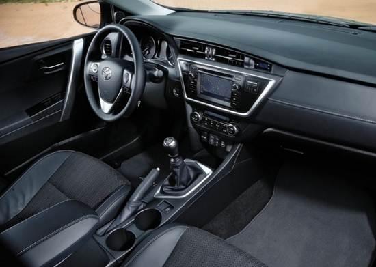 2016 Toyota Auris Hybrid Touring Sports Canada