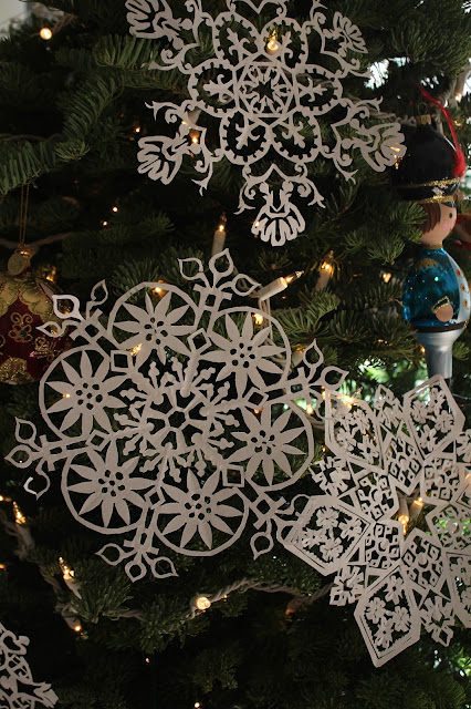 Christmas, holiday, tree, snowflakes, decorations, decor, noel, navidad, winter, lights, sparkle, ornament, star, soldier, figures, Christmastime, Weihnachten, interior, decor, art, handmade, joy, happiness, ornate, beautiful, handiwork, charm, photography, Sarah Myers, glass, fir, live, paper, cut, designs, red, gold, Sandro, snowstorm