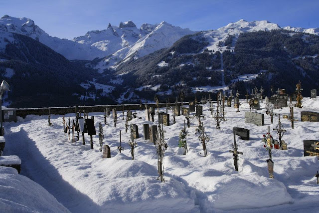 Hohenfels Volks: Cemetery overlooked by mountains