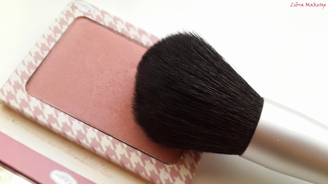 the balm powder to the people brush