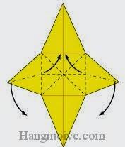 Bước 13: Gấp hai cạnh trái, phải vào trong về phía mặt đằng sau tờ giấy. Làm móp đường đứt đoạn ngang xuống (Xem thêm video)