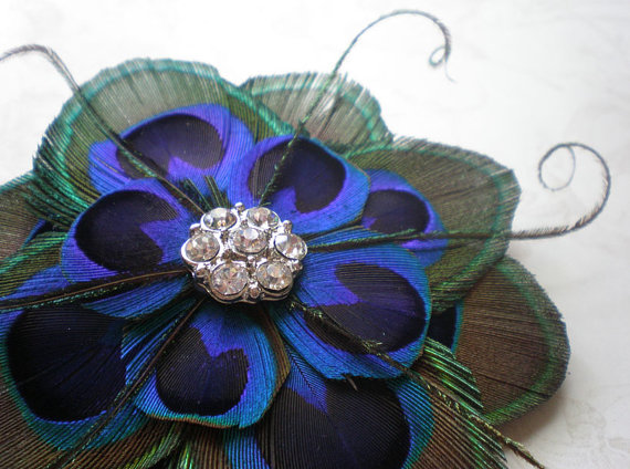 Here are some of the most charming peacock inspired bridal accessories