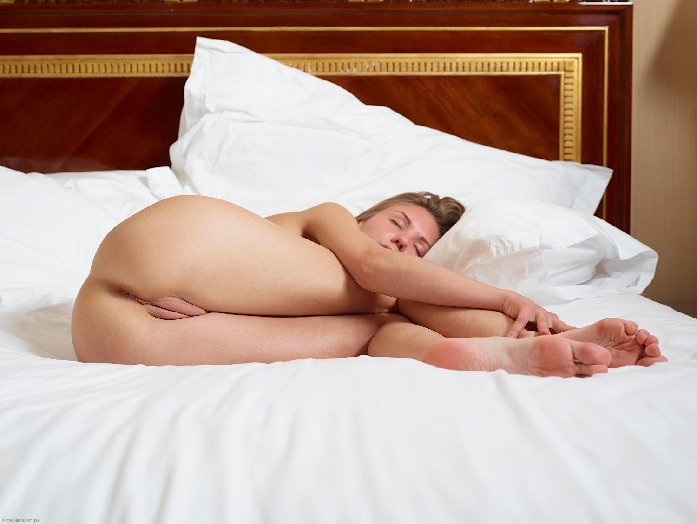 Красивые голые девушки  olxerocom
