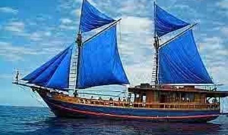 Gambar Kapal Layar Pinisi Khas Indonesia