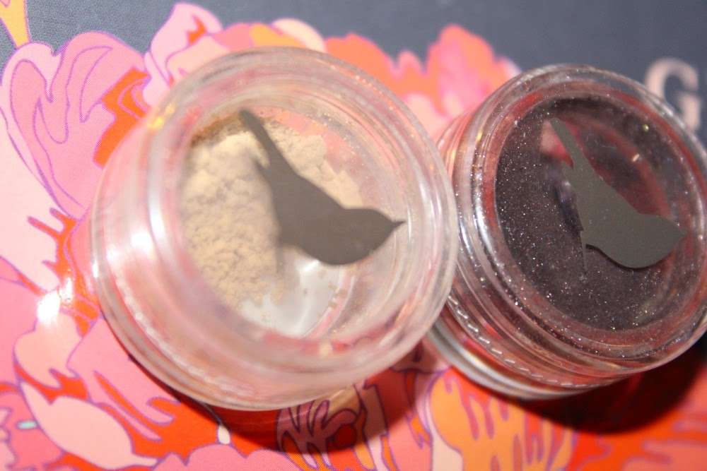 http://cosmetic-madness.blogspot.com/2014/12/le-maquillage-bio-avec-houppette.html