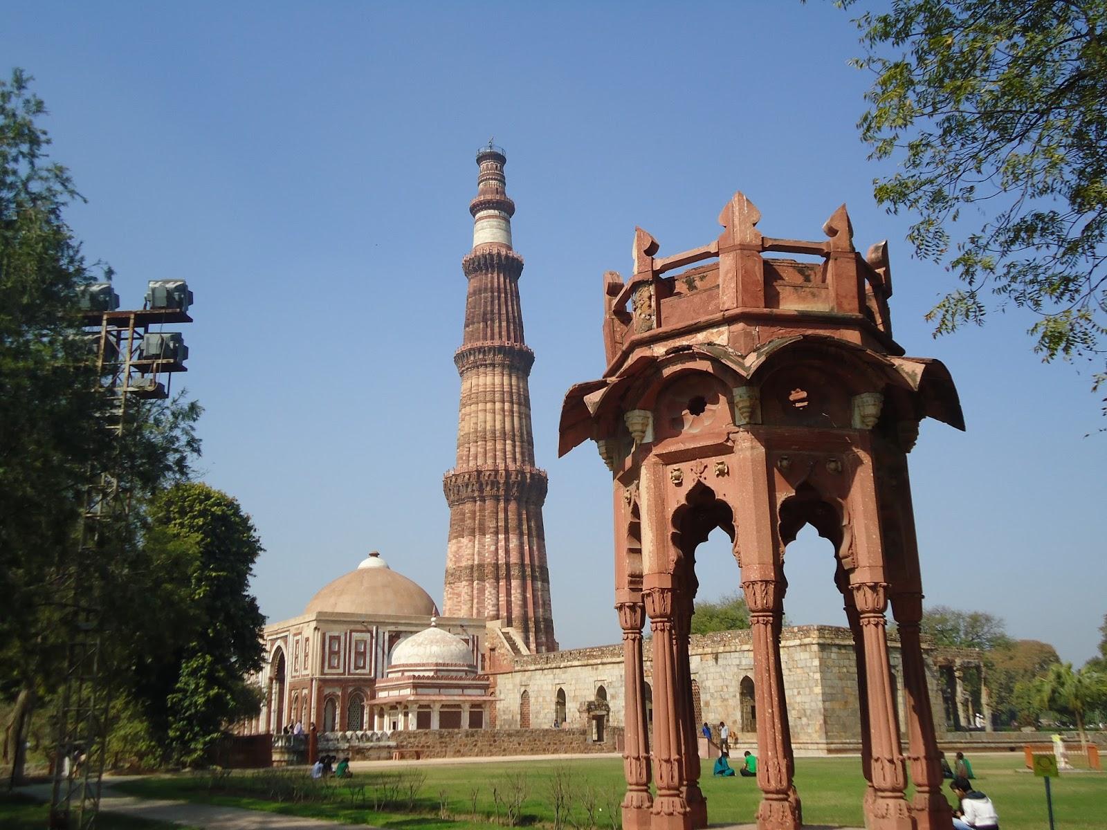 Delhi Heritage Smith S Folly On Top Of Qutub Minar