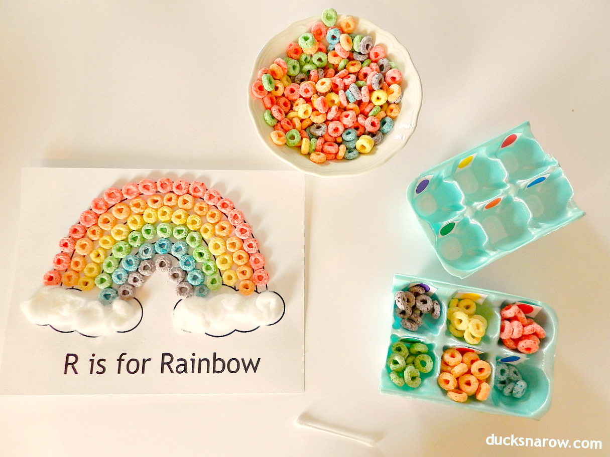 R is for Rainbow craft for preschool #preschool #kidscrafts #Fruitloops  Ducks 'n a Row