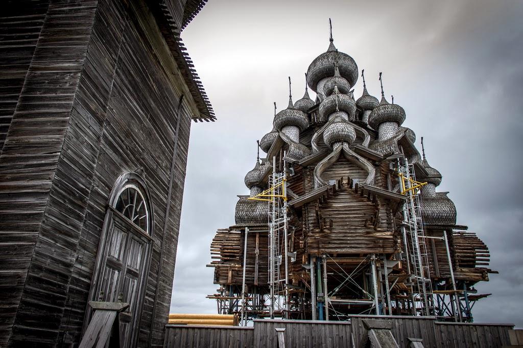 工事中の顕栄聖堂(プレオブラジェンスカヤ教会)