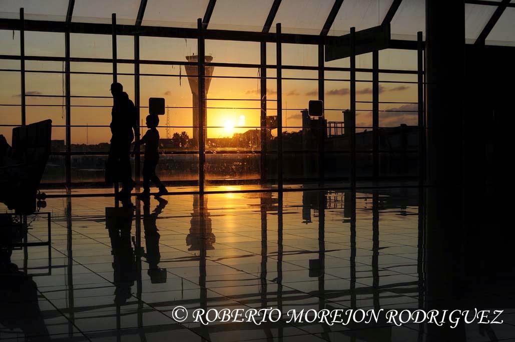 Una puesta de sol en el aeropuerto de La Habana
