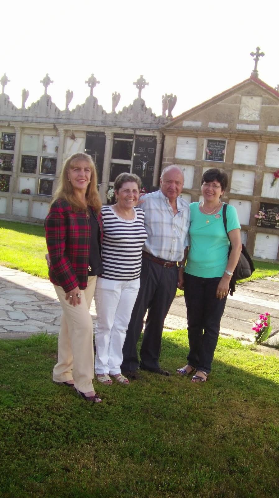 Loly, su prima Carmen, Manolo y Maruja