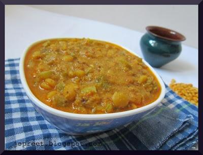 Podalanga Kootu Poriyal (Snake Gourd Curry)
