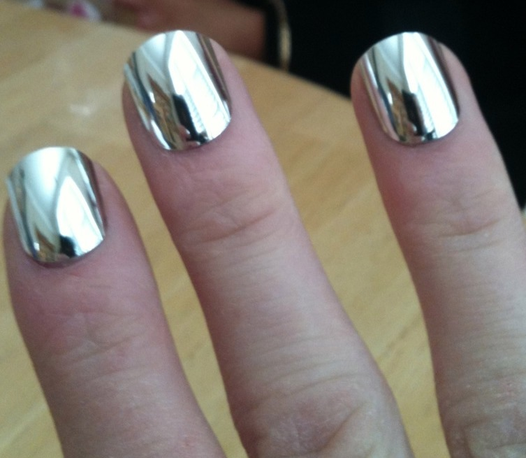 It looks cool but didn 39 t like the feel of the texture on for Vernis a ongle effet miroir