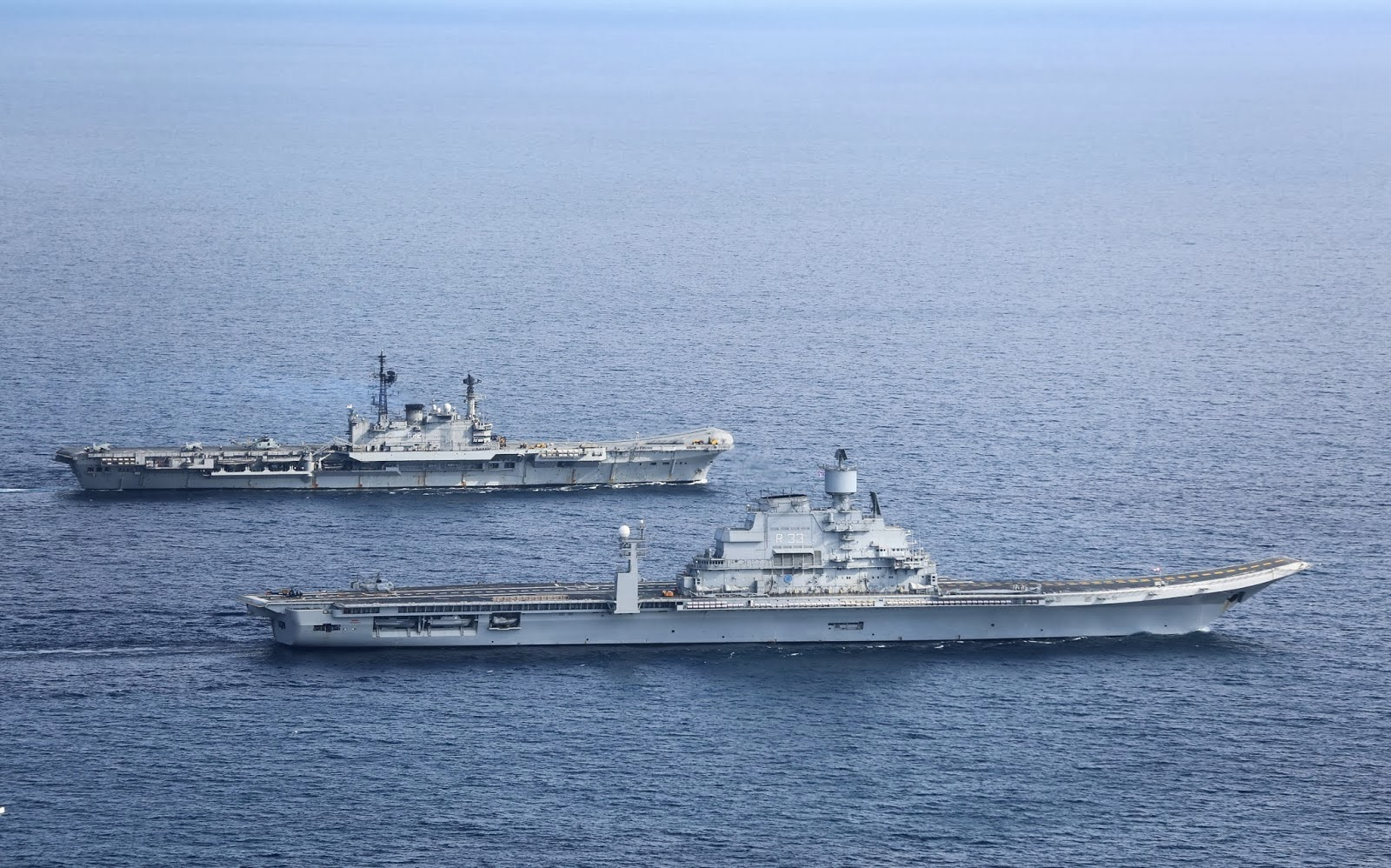 Indian Ins Vikramaditya R33 Aircraft Carrier Reaches Its