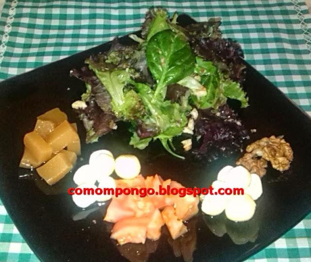 Ensalada de queso copitos de Iruelas, membrillo y vinagreta de nueces