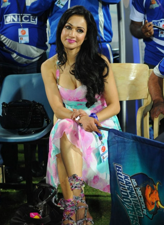 Tamil Actress Madhuri Bhattacharya Hot Stills Gallery In CCL Photos wallpapers