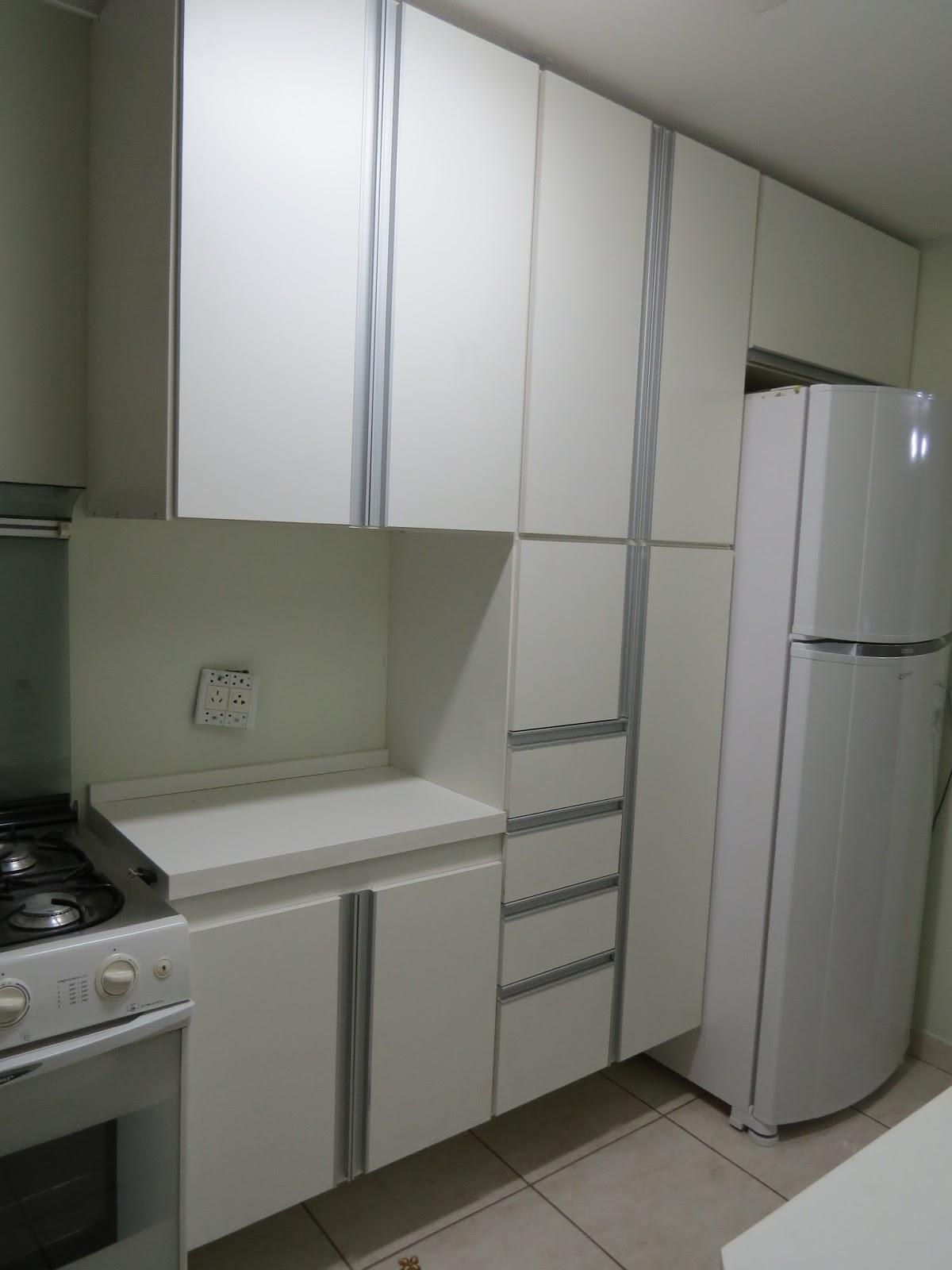Cozinha Compacta Pia Fogão Armário E Geladeira  innovationetworkcom Idéias  # Armario De Cozinha Em Cima Da Geladeira