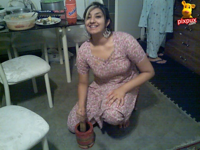 Indian pakistani girls hot pictures hot house wife at home for Indian hot house