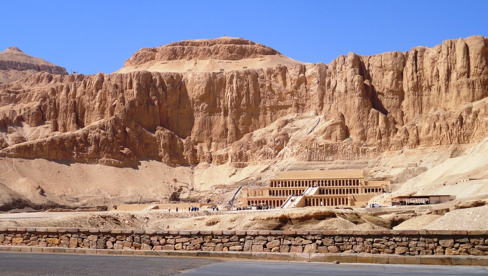 the home of Howard Carter  the man who discovered King Tut s tombQueen Hatshepsut Tomb Discovered