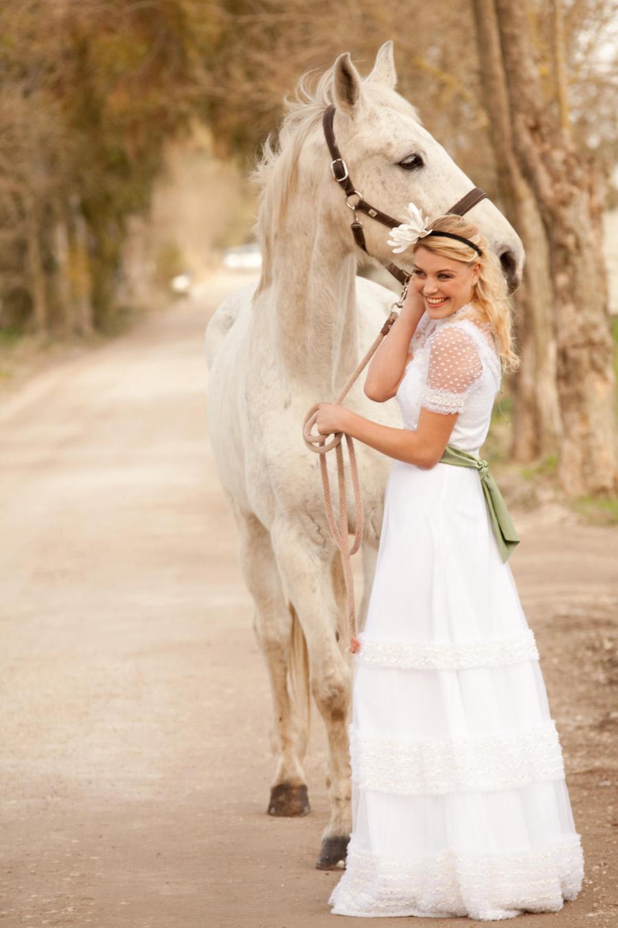 Matrimonio Country Chic Vestito : Abito da sposa stile country dionisia events un matrimonio tra