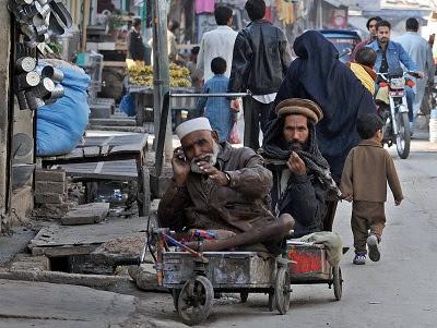 beggar rich, handphone, An Explosion of Technology, india a beggar