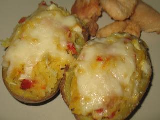 Patatas rellenas con bacon y pimientos rojos