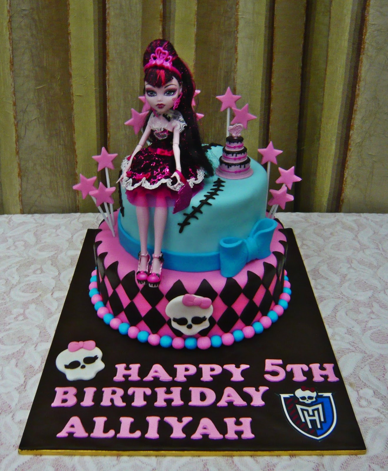 Jenn Cupcakes Muffins Monster High Cake