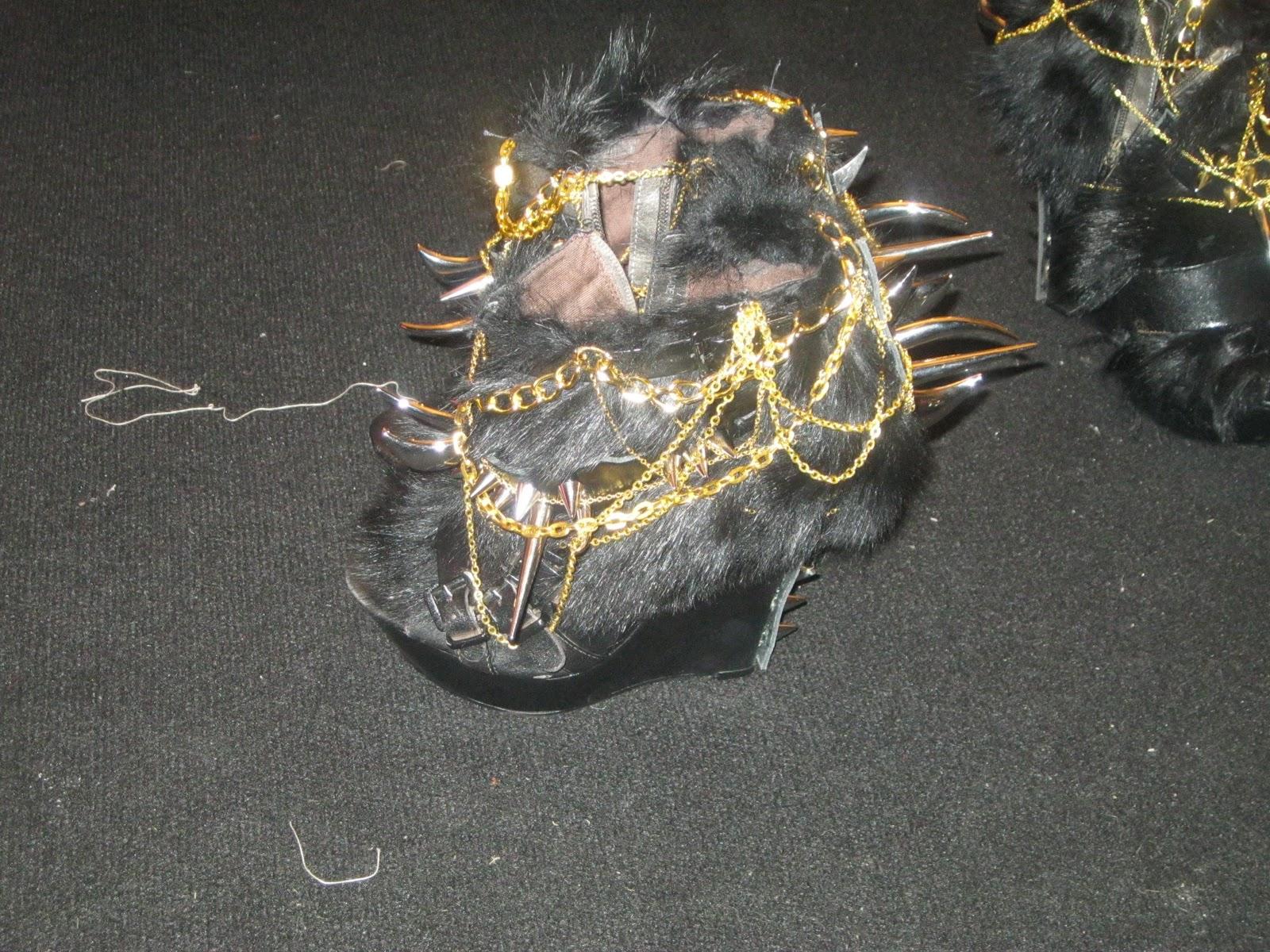 http://2.bp.blogspot.com/-uunJVWgOvjY/TWBh18LD3WI/AAAAAAAAAhY/xmERLtiKcFc/s1600/shoes-+lara+jensen.JPG