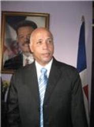 Gobernador Montás felicita a los maestros en su día