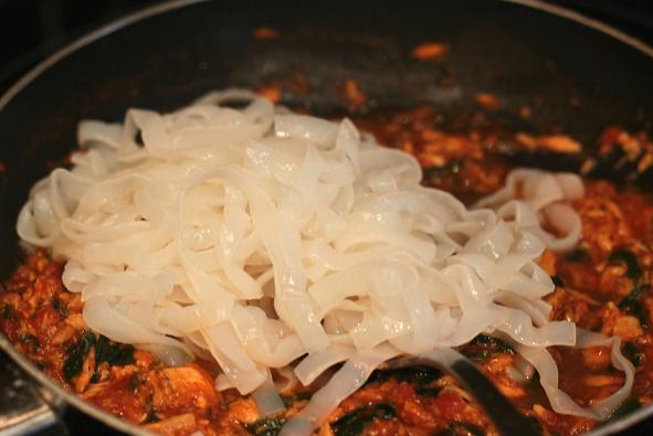 Salsa de at n y espinacas con fetuccini konjac cocina for Cocinar konjac