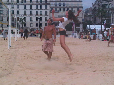 gr gory capra le beach volley un jeu de ballon qui se pratique en mode bronzing musculation. Black Bedroom Furniture Sets. Home Design Ideas