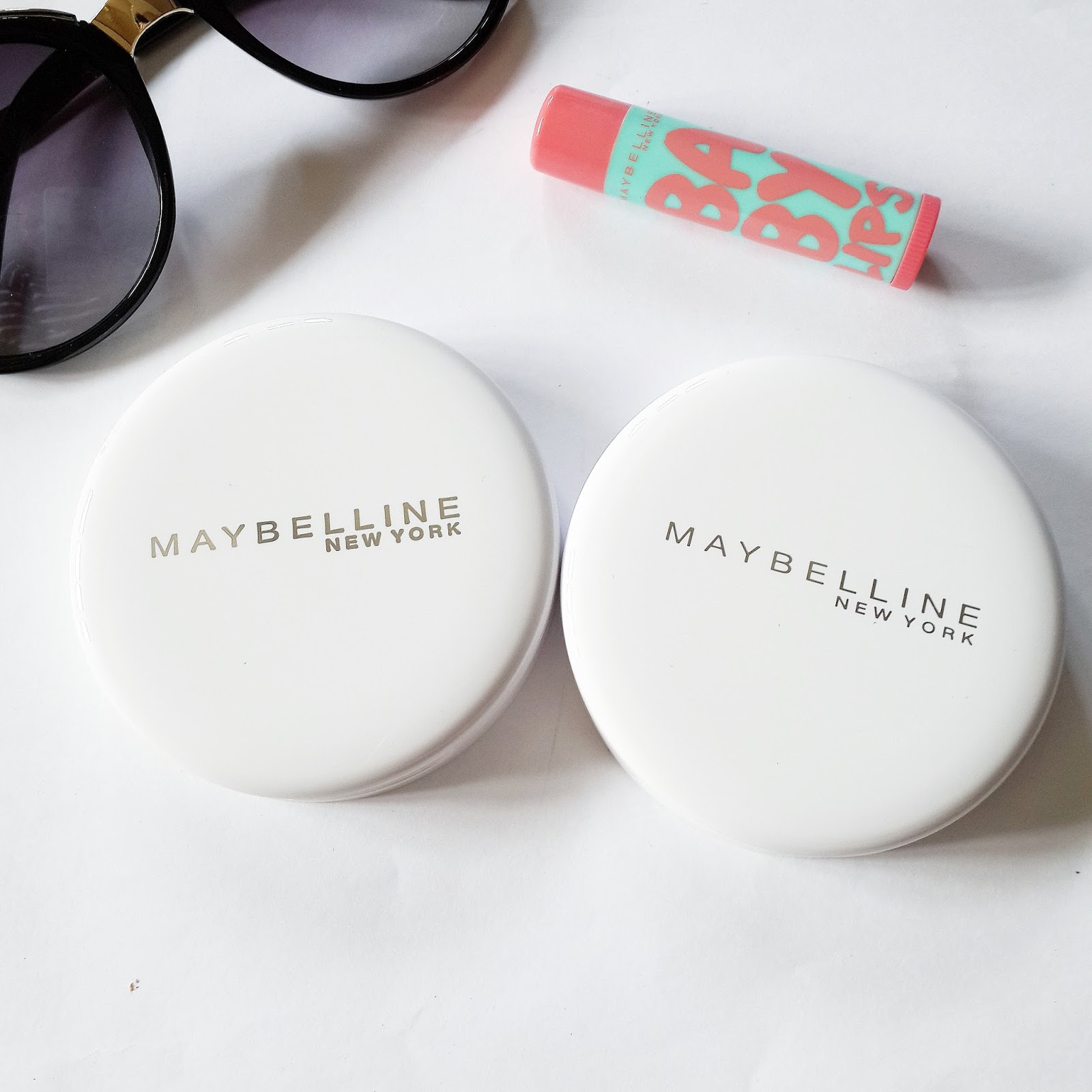 Ridzi Makeup Compact Maybelline Two Cake Bedak 2 Pcs The Case Is Round In Shape Completely White Color With Written Over It Has Got Mirror On One Side A Puff
