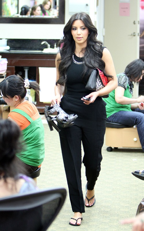 Fashion Beauty Glamour Kim Kardashian At A Nail Salon May 16 2011