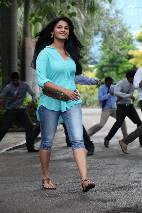 anushka new from mirchi actress pics