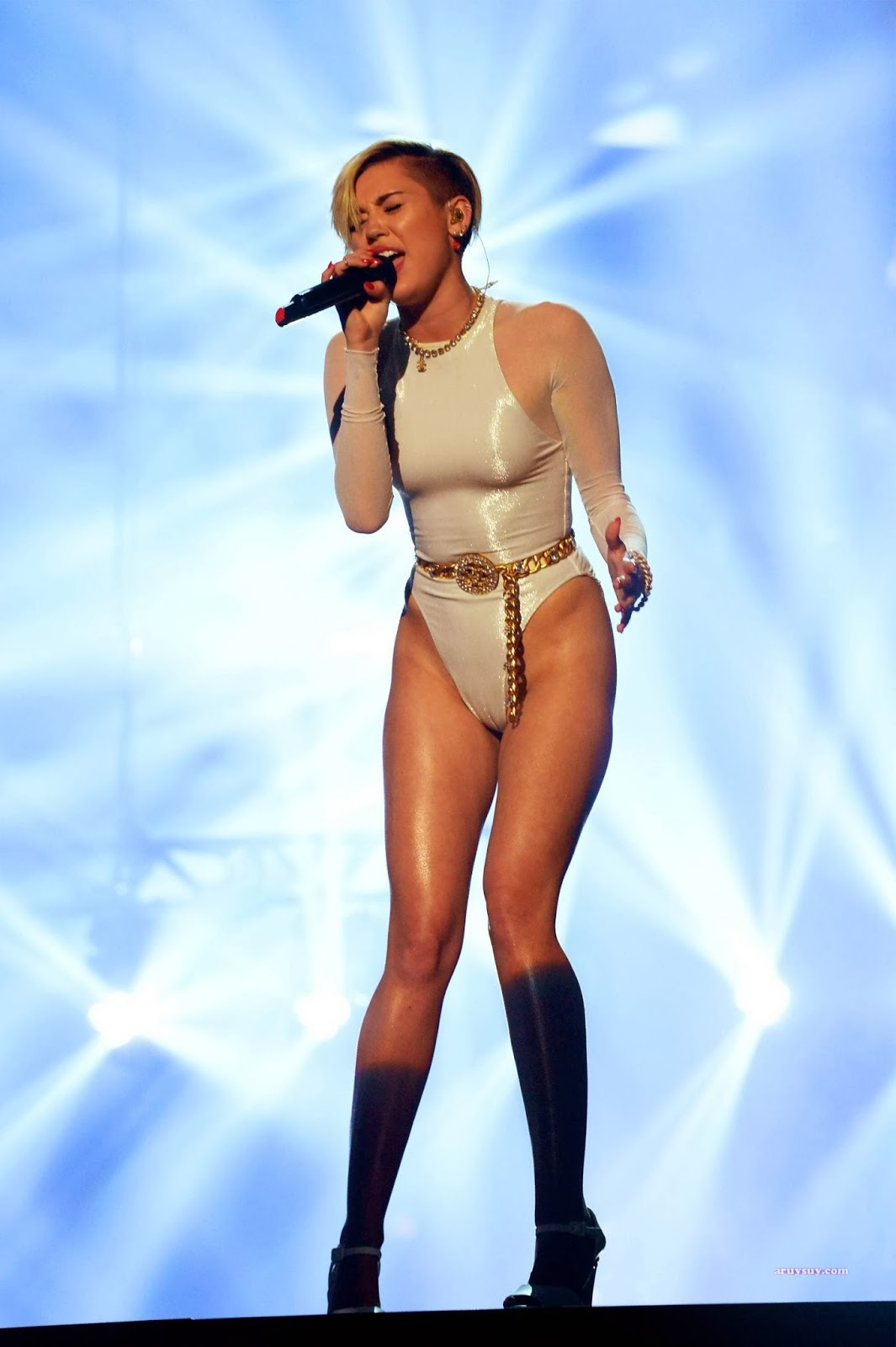 Excellent miley cyrus ema awards