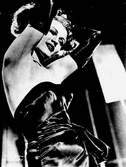 Fotograma de Rita Hayworth. María Antonia Ricas, Fantasmás y cálamos, Ediciones El Toro de Barro, Tarancón de Cuenca 2005