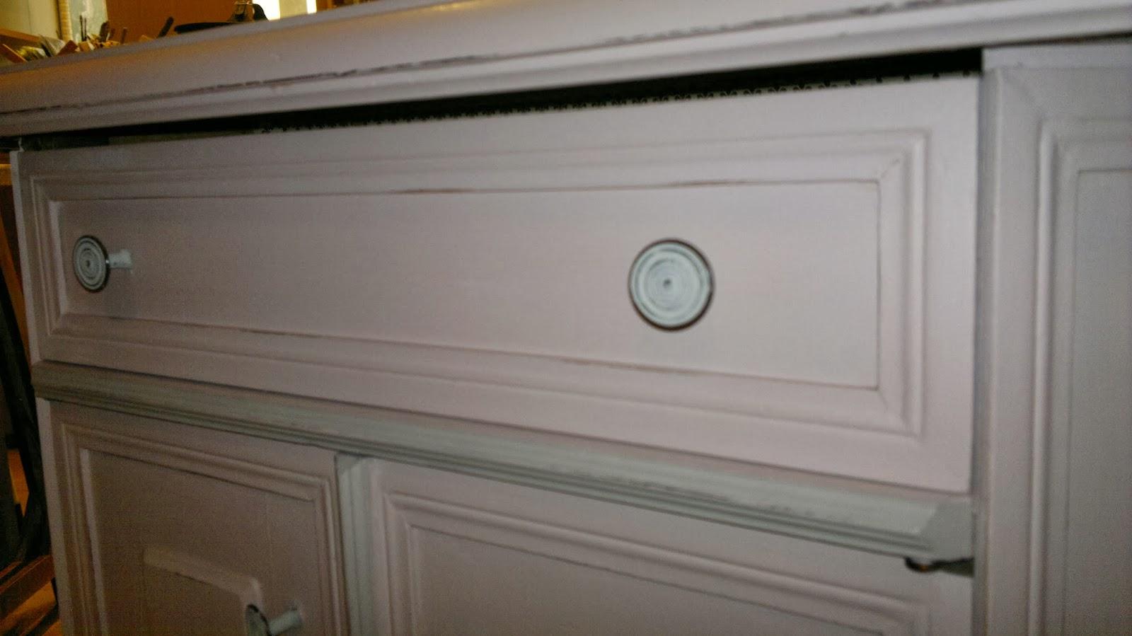 Interiors e creazioni cornici e oltre mobiletto per il bagno for Cornici per piastrelle bagno