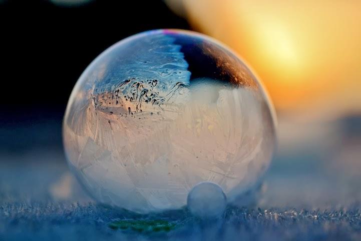 Spectacular Photos of Bubbles Frozen in Frigid Temperatures