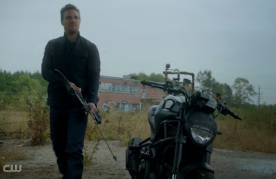 Arrow Vs. Flash Oliver Queen Stephen Amell motorcycle photos pics images