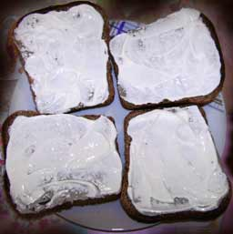 намазать хлеб майонезом