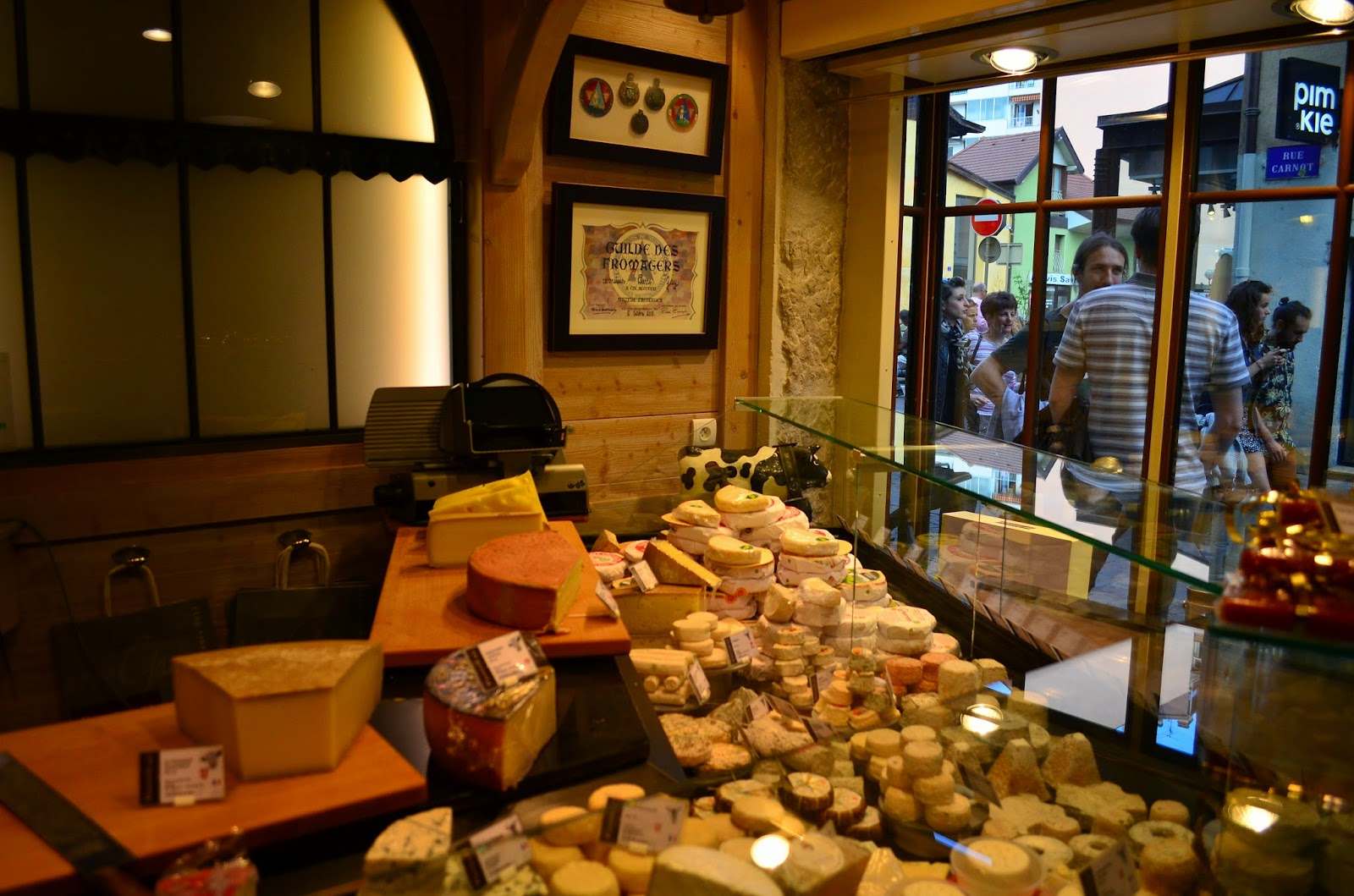 Hedofoodia mes adresses fromagerie pierre gay annecy for Interieur queer