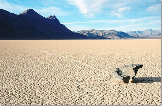 Долина смерти,двигающиеся камни,ползущие камни,камни