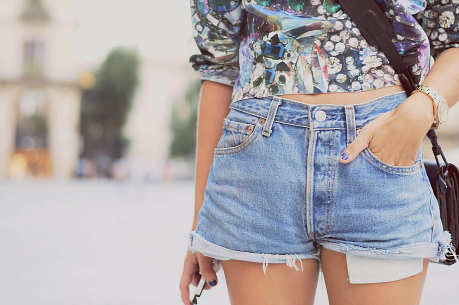 sudadera H&M, bolso H&M, sandalias sommers, shorts vintage Levi's