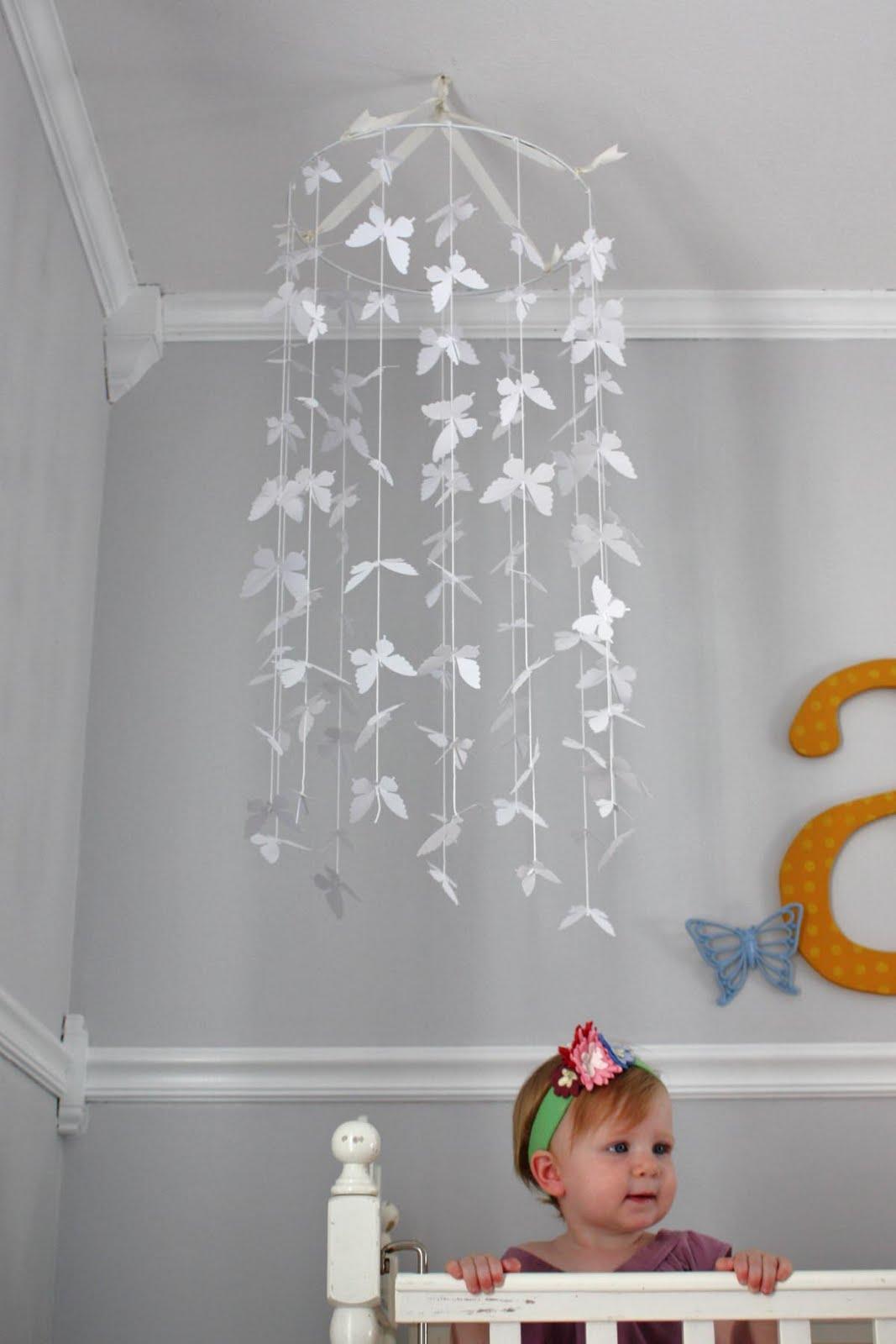 Oh la la bebe como hacerlo mobil de mariposas - Como hacer mariposas de papel para decorar paredes ...