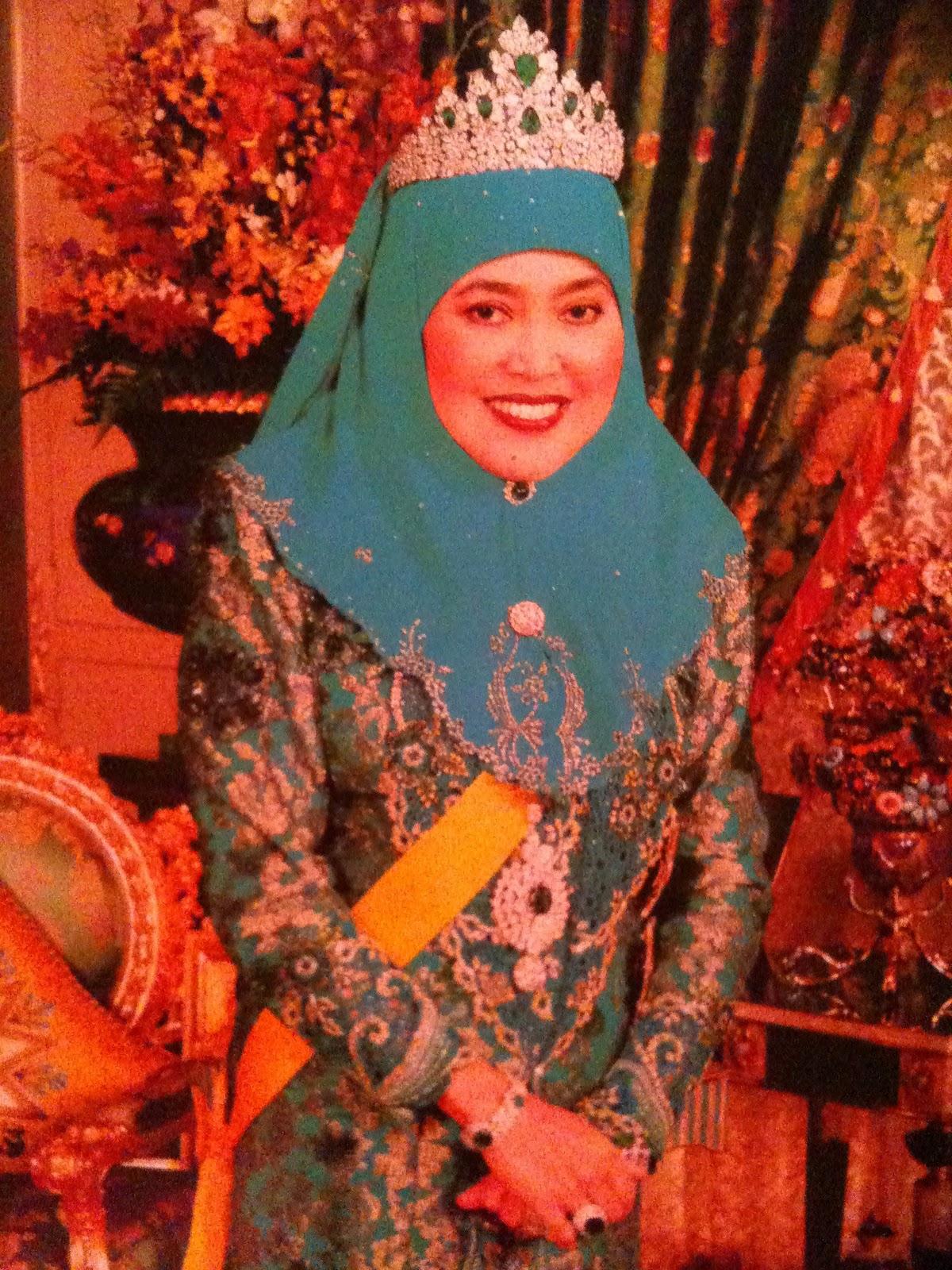 DYMM Raja Isteri Anak Hajah Saleha..Raja Isteri Brunei Darussalam..