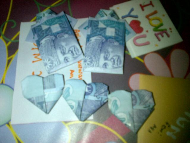 ... ni, apa yang dapat kita ungkapkan? Yes! Origami menggunakan duit