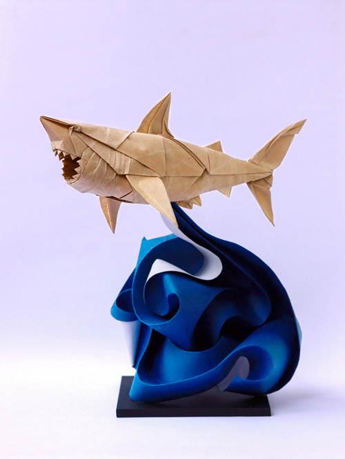 日本では馴染みの深い折り紙もベトナム人アーティスト'Nguyen Hung Coung'によって新たな領域へと進んでいる。