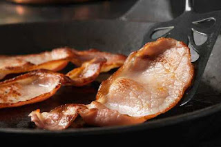 Bacon in frypan